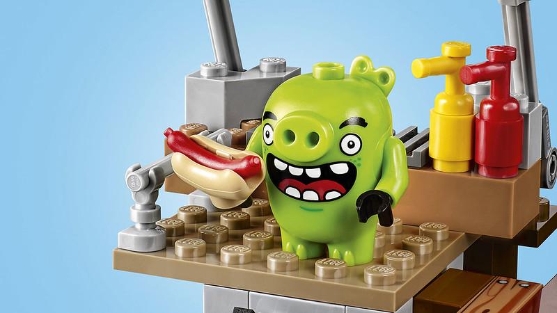 LEGO Angry Birds Movie 75824 - Pig City Teardown