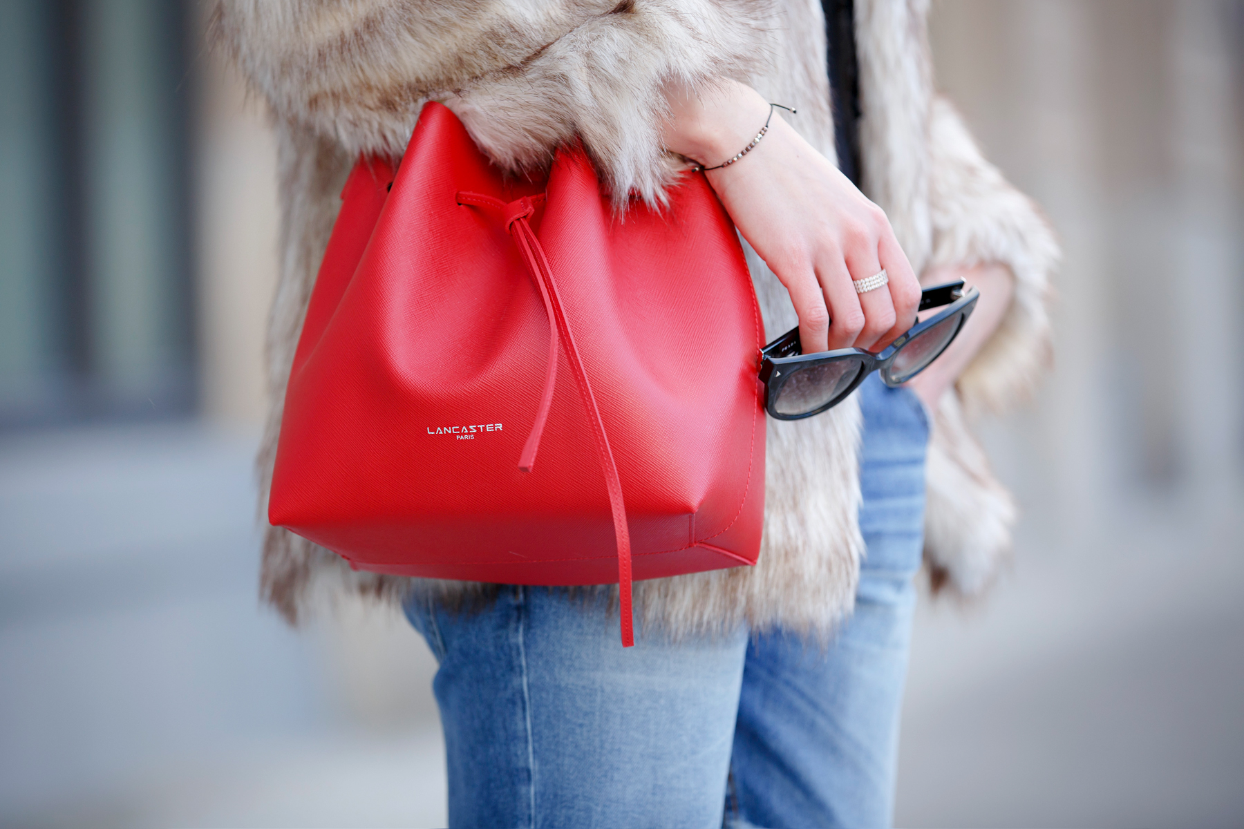 lancaster paris red bucket bag mansur gavriel lookalike patch boyfriend jeans mango fake fur coat asos black sacha booties ankle boots chloe suzanna prada sunglasses luxury style blogger cats & dogs blog ricarda schernus 2