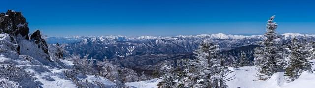 森林限界付近より甲信越の雪山を仰ぐ