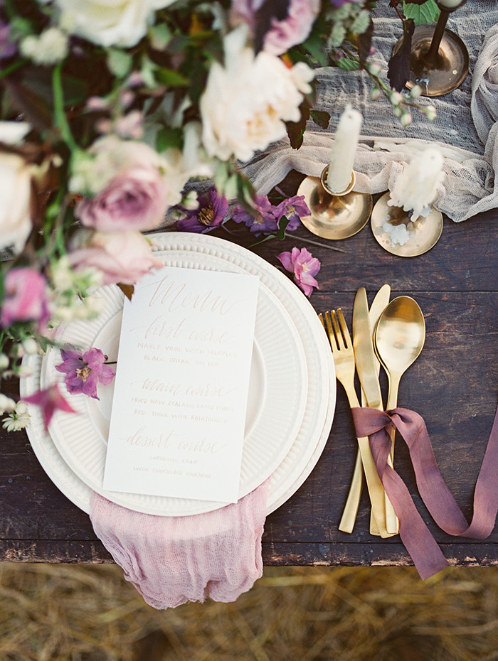 Shades of purple for autumn Wedding Place setting Ideas | Photo by Igor Kovchegin | Fab Mood