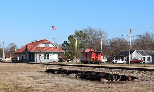 illinois americanflag caboose trainstation sparta gmo railroadtracks spartail gulfmobileohiodepot misselhornartgallery