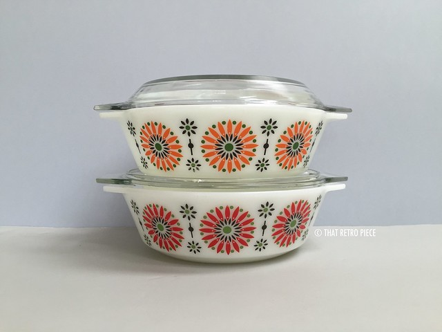 JAJ Pyrex 'Medallion' (1969) in orange and red