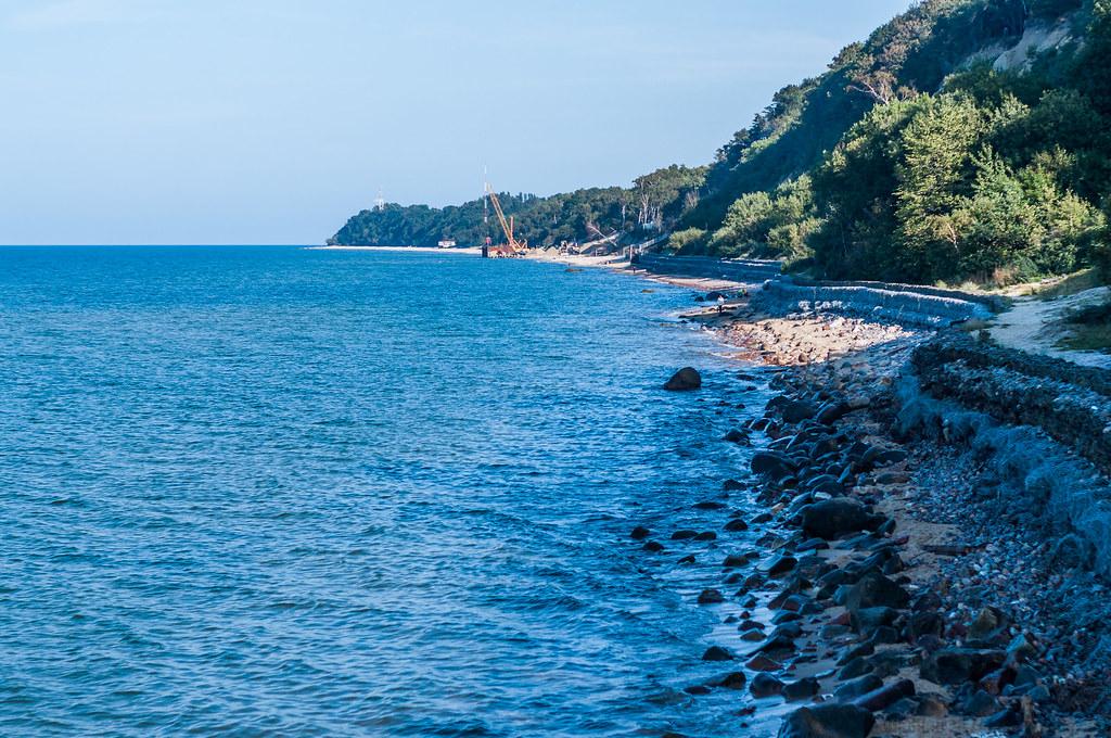 Прохладный каменистый берег
