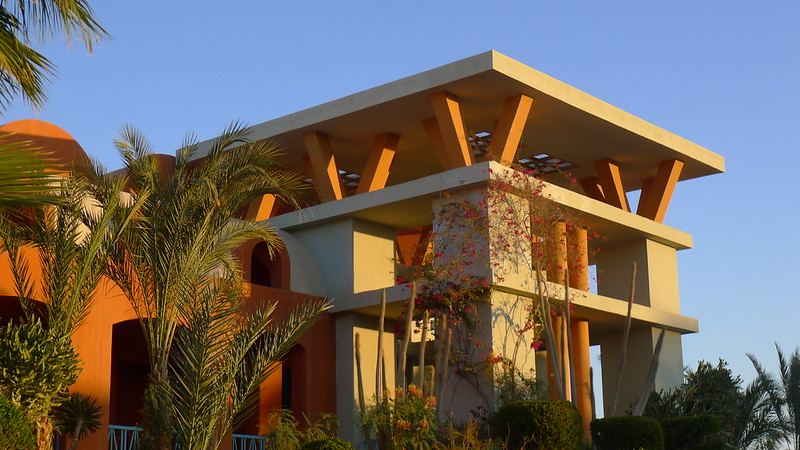 Michael Graves: Sheraton, 1995, Main building, El Gouna, Egypt