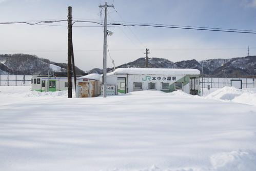 雪の無人駅
