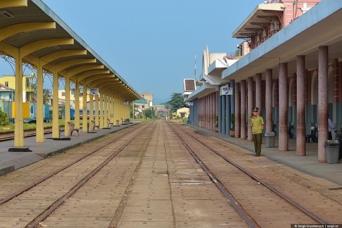 vietnam_reunification_express_train-11