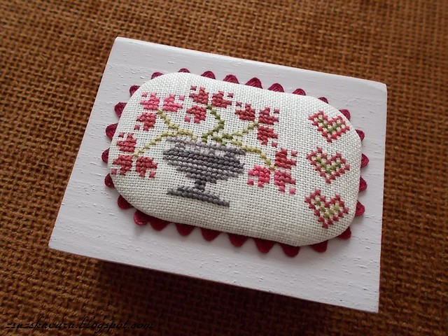 Threadwork Primitives - Hearts for you, cross stitch,  needle box (3)