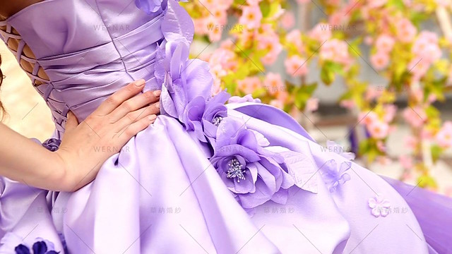 让人有绮丽想像的紫色搭配充满公主风的渐层蛋糕裙