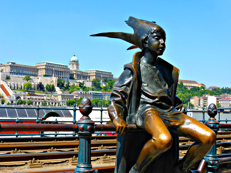 Little Princess Statue in Budapest