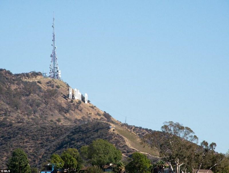 Надпись на горе Hollywood