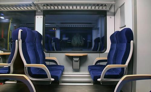 電車座席 by pixabay