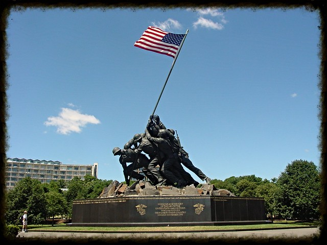 US_Marine_Corps_War_Memorial_Iwo_Jima_Monument_near_Washington_DC