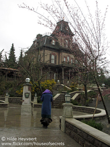 Walking up to the manor in the rain