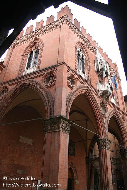 Palazzo della Mercanzia . © Paco Bellido, 2007
