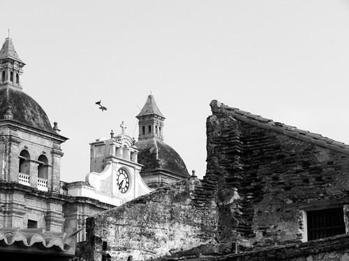 street old morning light sky blackandwhite house building history clock blancoynegro luz sol church birds animals architecture monocromo town day view decay hometown iglesia ave cielo citywalls reloj cartagena sanpedro cartagenadeindias lovethisplace cartagenacitywall