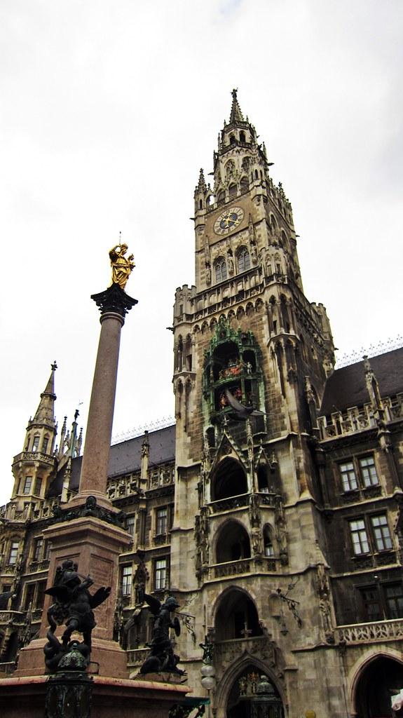 Goldengelchen-Winter in München-Rathaus