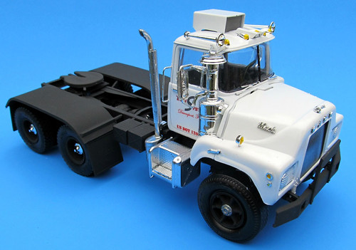Mack Truck Model Kits : Mack dm tractor scale mpc model kit review