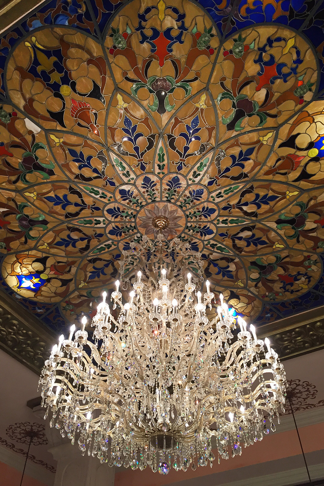 Riu Palace Riviera Maya - Chandelier in Lobby