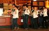 Vorführung der Erwachsenentanzgruppe in Cowboytracht