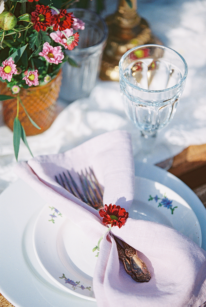 Place setting for Bohemian wedding inspiration shoot in the countryside with a dose of vibrancy | photo by Igor Kovchegin | Fab Mood - UK wedding blog #bohemian