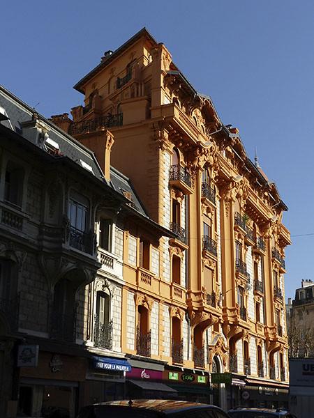 immeuble jaune