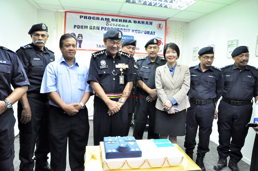 Launching A Blood Donation Campaign In Conjunction With The 209th Police Day Celebrations (21 Apr 2016)