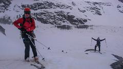Na Isla Persa, przed zjazdem kuluarem na lodowiec Morteratsch - Piotr i Albert.