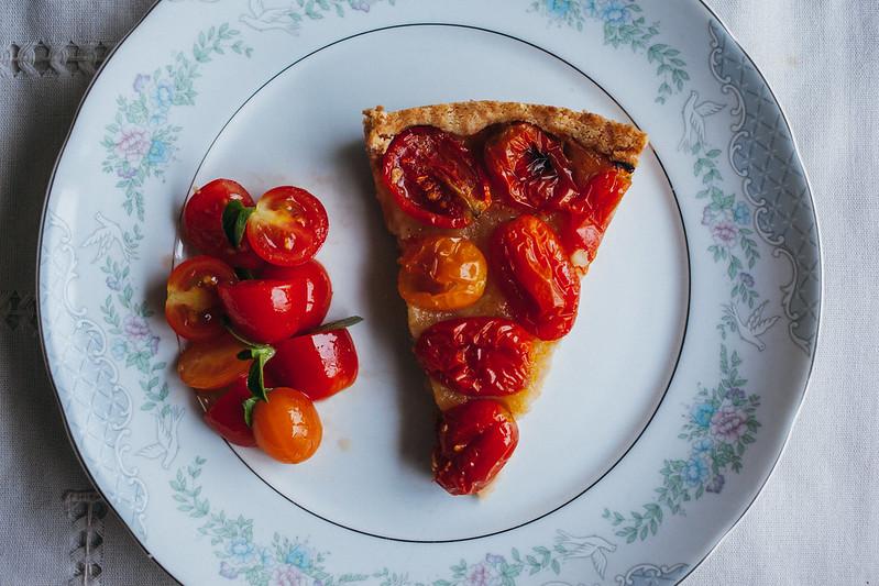 Torta de Tomatinhos com Crosta de Queijo