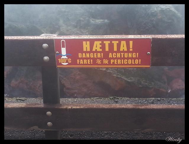 Señal de peligro en fuente termal Deildartunguhver