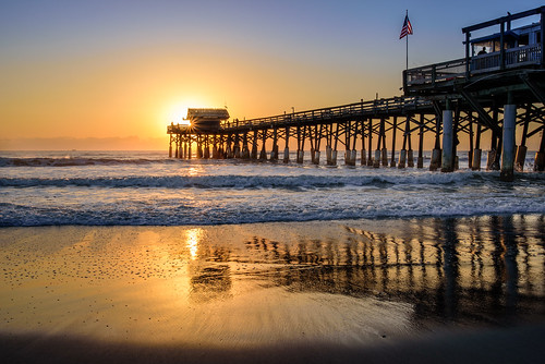 cocoabeach sunrise beach flag florida ocean pier surf waves chuckpalmer fav90 fav30 outdoor travel