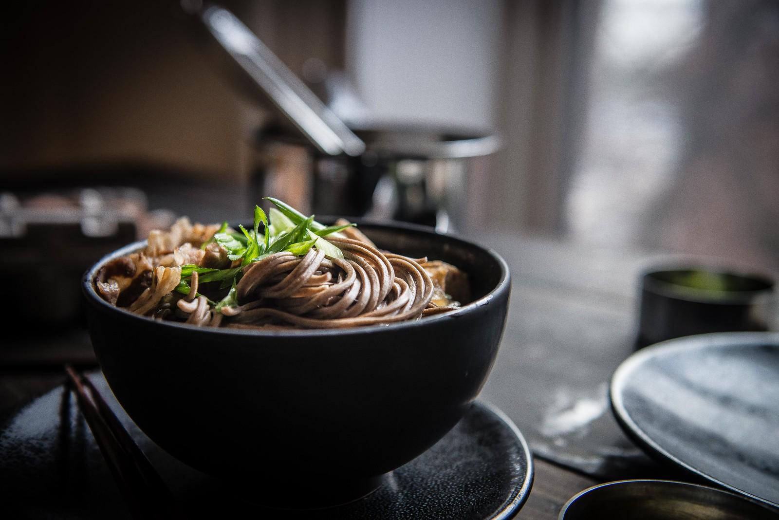 """sukiyaki"" soba noodle soup | two red bowls"