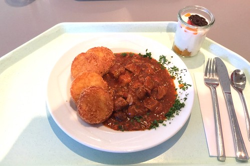 Pork bell pepper goulash with roesti / Paprikagulasch vom Schwein mit Rösti