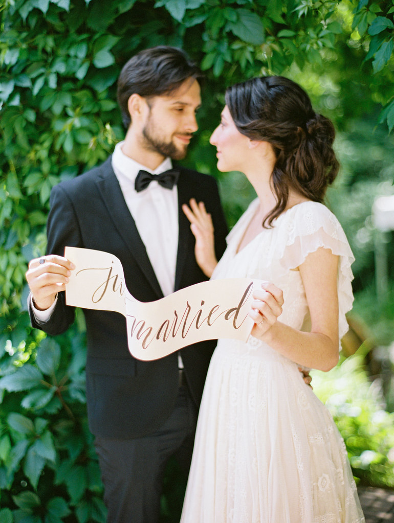 Just married sign | Photo by Elena Pavlova | Fab Mood - UK wedding blog #wedding #weddingdecor