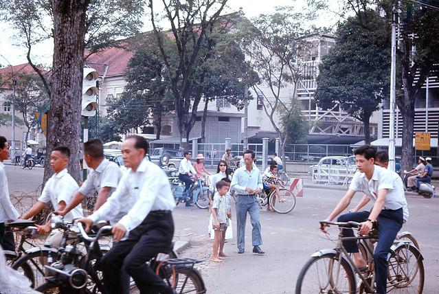 Saigon 1966 - Photo by Jim Burns - Ngã tư Thống Nhứt-Hai Bà Trưng