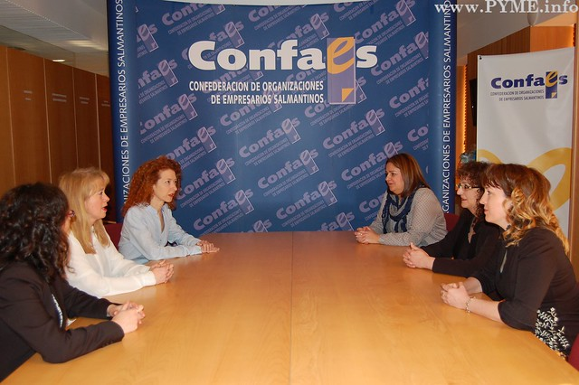 Reunión de la Junta Directiva de AESAL con la concejala de Ciudadanos en el Ayuntamiento de Salamanca, Ana Suárez.