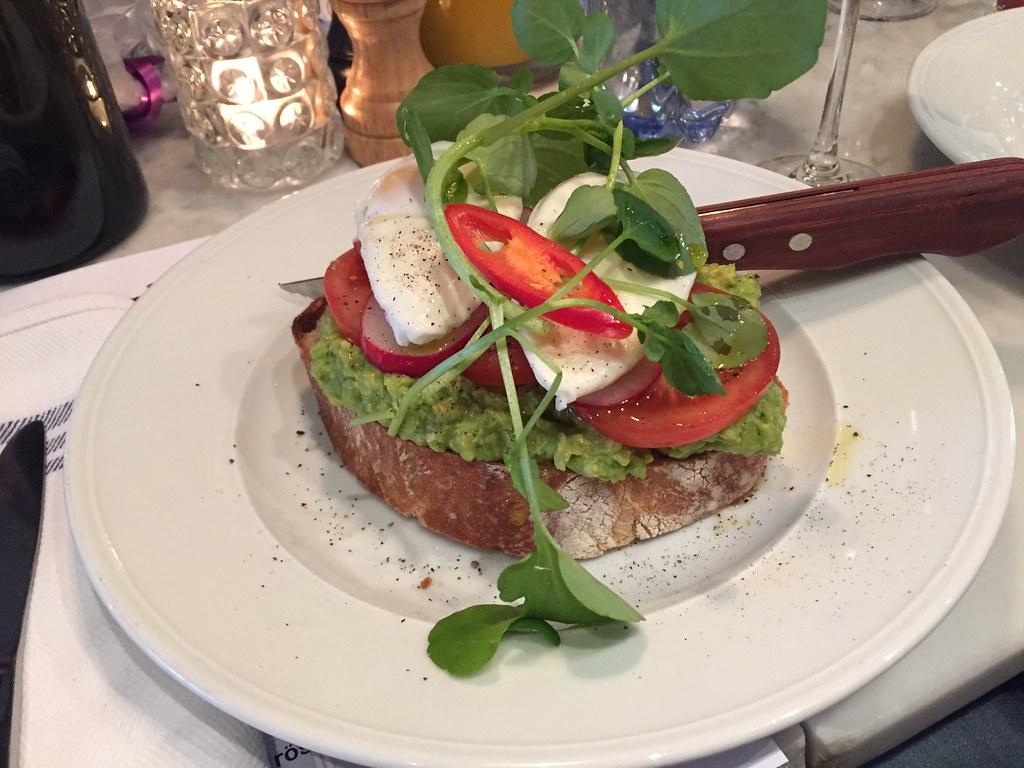 Avokado toast - brunch