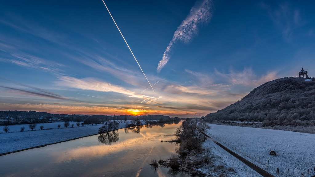 Weser bei Porta Westfalica im Schnee