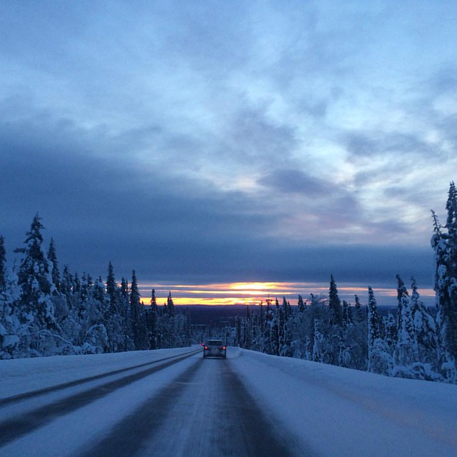 First sunrise in Äkäslompolo after many months #laplandtrip #lapland #sunrise #realwinter #winter #road #winterroad