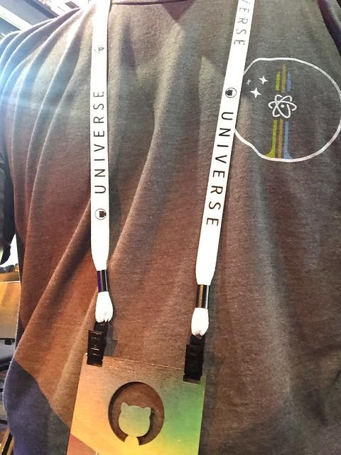 기념품으로 받은 Atom 티셔츠