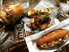 goût's bacon broccoli tartine, chicken mushroom potato tartine, pastrami gorgonzola walnut berry baguette...tonight's dinner...the cinnamon roll is for breakfast tomorrow❤︎have a nice weekend!  #goût #tanimachi #osaka #bakery #japan #グウ #谷町 #大阪