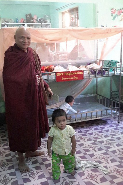 Sayadaw Kaywala visiting the Children's Hospital. Image courtesy of the author
