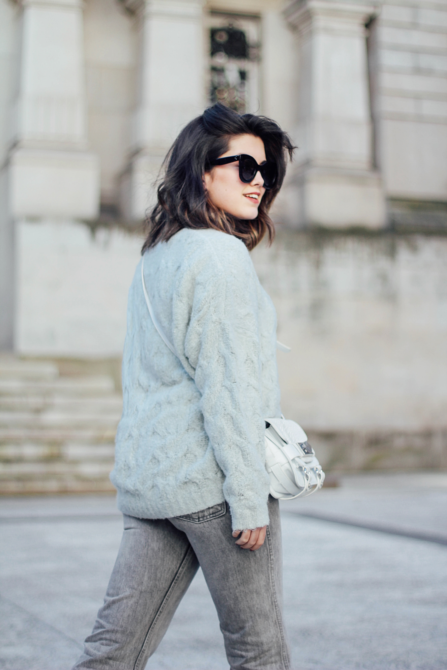 levi's denim jacket vintage_mom jeans_gucci loafers_celine sunglasses_baby marta_streetstyle_mint_h&m_sweater