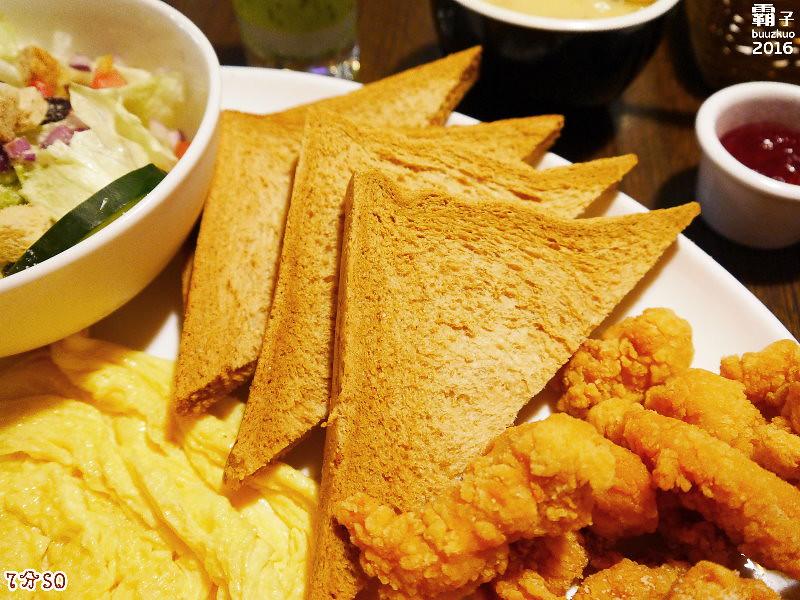 25825051115 cc6c3cc521 b - 7分SO美式廚房(朝富店),最愛的是美式蛋捲,早餐還有附上一杯滿滿果肉的奇異果汁。