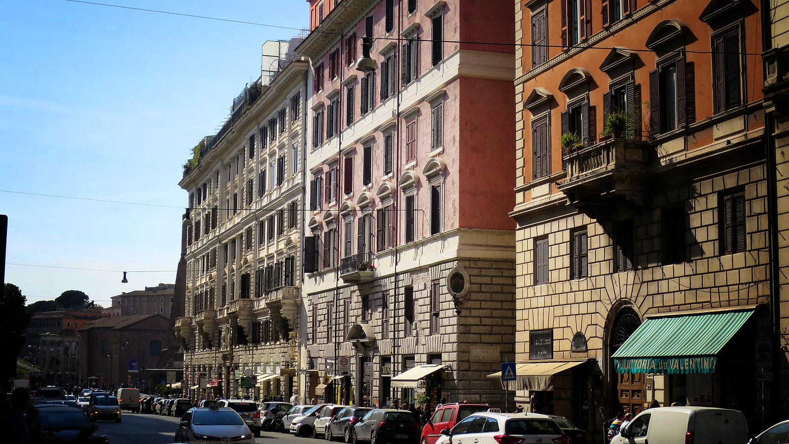 Roma: Termini - Altare della Patria - Palazzo del Quirinale - Fontana di Trevi - Piazza Colona - Palazzo Montecitorio - Pantheon - Piazza Navona - Colosseo