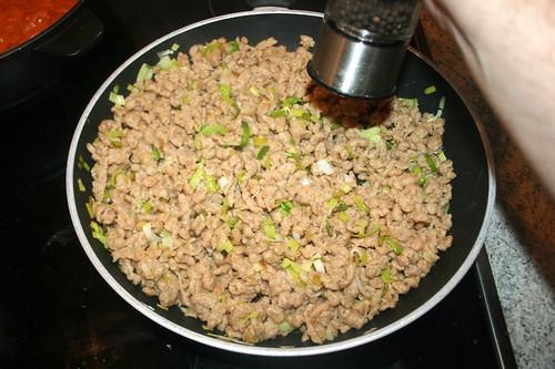 62 - Nockerl mit Pfeffer & Salz würzen / Season with pepper & salt
