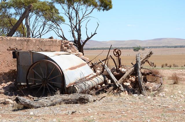 DSC_4366 abandoned stripper, Lake Moodie Road, 250m south Plitz Road, Cambrai, South Australia