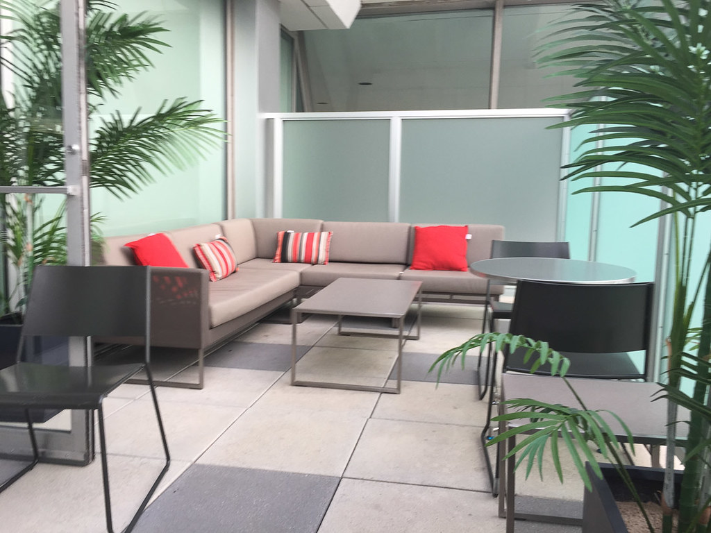 Outdoor seating area at British Airways JFK business class lounge | Cathay Pacific Business Class Lounge