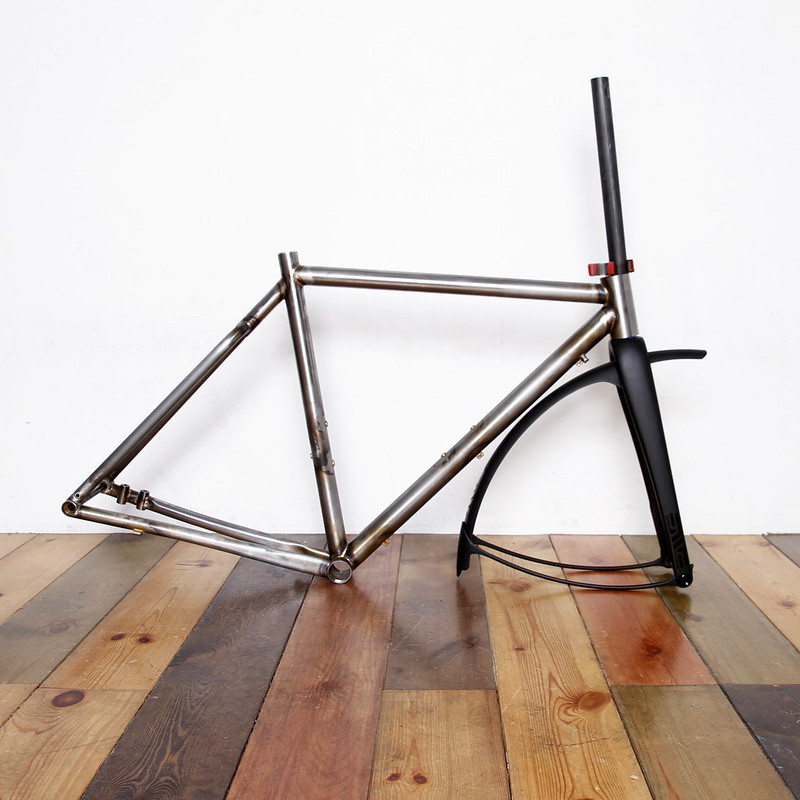 Tonic Fabrication Gravel Road Frame & Enve Grd Fork