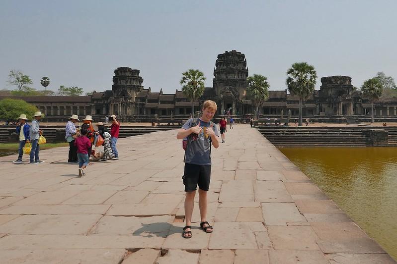 Vor dem Haupttempel Angkor Wat