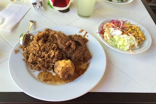 Beef with rice, potato & salad / Rindfleisch mit Reis, Kartoffel & Salat